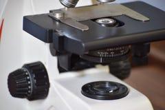光学详细资料的显微镜 免版税图库摄影