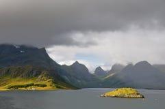 光对比在Lofoten海岛 免版税库存照片