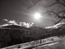光彩的温暖在一个深刻和黑暗的冬天 免版税图库摄影