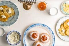 光明节,犹太假日,欢乐宴餐框架自由空间 免版税库存图片