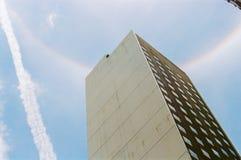 光晕彩虹在天空 免版税库存照片