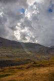光束通过在Ordessa谷的云彩, Pyrenee mounta 图库摄影