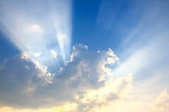 光柱和云彩 库存照片
