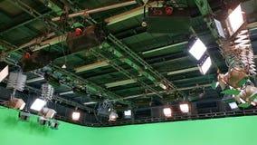 光栅格在电视演播室 股票录像