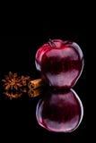 光泽在黑暗的背景的红色苹果计算机 图库摄影