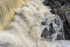 光滑的流动的水 免版税库存图片