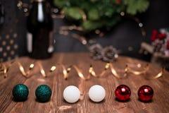 光滑的遮荫圣诞节和新年与圆的bokeh,瓶的装饰背景香槟和新年的球形 图库摄影