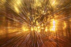 光爆炸抽象照片在树和闪烁bokeh中的点燃 图象被弄脏并且被过滤 库存照片