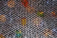 光的不同的颜色与钢花格的 向量例证
