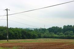 光秃的农田农村风景 免版税库存图片