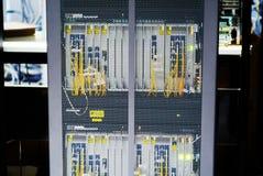 光纤与服务器在技术数据中心 免版税库存照片