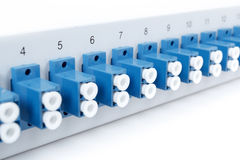 光纤与SC适配器的配线架 库存照片