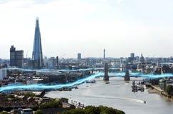 光蓝色条纹在城市 免版税库存图片
