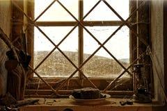 光通过老窗口 免版税库存图片