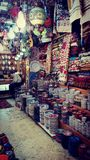 光,地毯,陶瓷商店在市场上在耶路撒冷 库存照片