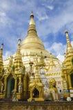 仰光,缅甸, 2015年6月18日:Schwedagon塔 库存图片