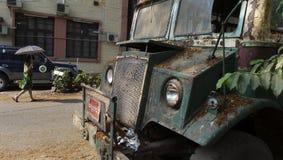 仰光,缅甸- 2014年4月18日-有umbr的未认出的人 免版税库存照片