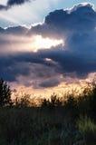 光从云彩的后面 库存照片
