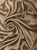 光滑的典雅的金黄丝绸或缎作为背景 在乌贼属口气 库存图片