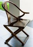 光滑的涂层橡木颜色木椅子 免版税库存照片