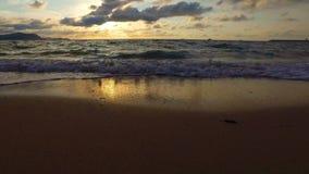 光滑的滑动的平底锅完善的秘密海滩 股票视频