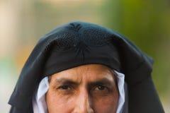 克什米尔人回教妇女显示了被揭幕的Burqa 免版税库存图片