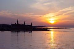 克伦堡城堡剪影在日落的赫尔新哥 库存照片