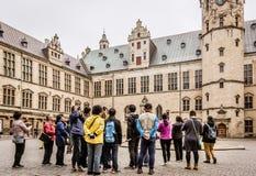 克伦堡城堡的亚裔游人 库存图片