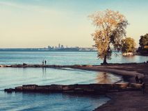 克利夫兰看法从亨廷顿海滩的在海湾村庄-俄亥俄-美国 免版税库存照片