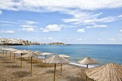 克利特海岛和蓝色海和天空 免版税库存图片