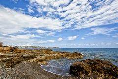 克利特海岛和蓝色海和天空 免版税库存照片