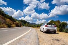 克利特海岛路的丰田Auris  免版税图库摄影