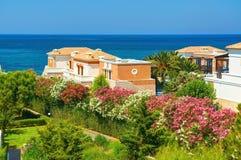 克利特海岛,希腊, 2011年7月01日:在皇家母马村庄的看法 免版税库存图片