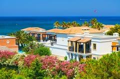 克利特海岛,希腊, 2011年7月01日:在皇家母马VillageCRETE海岛,希腊, 2011年7月01日上的看法:在热皇家母马的村庄的看法 库存照片