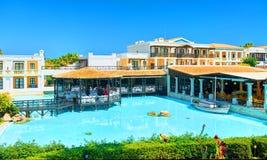 克利特海岛,希腊, 2011年7月01日:在皇家母马VillageCRETE海岛,希腊, 2011年7月01日上的看法:在皇家母马村庄res的看法 免版税库存照片