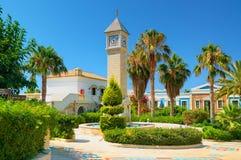 克利特海岛,希腊, 2011年7月01日:在皇家母马VillageCRETE海岛,希腊, 2011年7月01日上的看法:在热皇家母马的村庄的看法 免版税库存图片