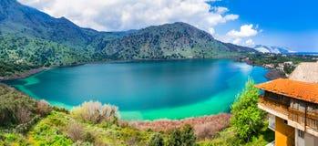 克利特海岛,希腊-在罗希姆诺附近的美丽的湖Kournas 免版税库存图片