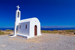 克利特海岸的教会在希腊 免版税库存照片