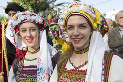 从克利特的民间舞蹈棍打在游行在塞萨罗尼基, 免版税库存图片