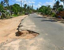 克利马内,莫桑比克- 2008年12月7日:街道在村庄。 免版税库存照片