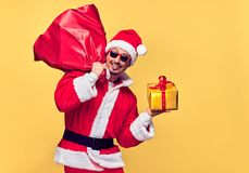 克劳斯・圣诞老人 愉快的圣诞老人年轻人 大袋袋子礼物 图库摄影