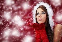 克劳斯给女孩r圣诞老人性感佩带穿衣 免版税库存照片