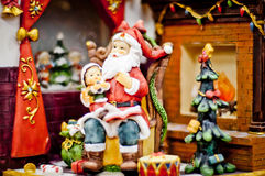 克劳斯・圣诞老人 抽象空白背景圣诞节黑暗的装饰设计模式红色的星形 库存图片