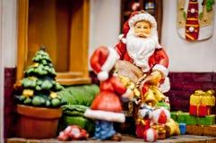 克劳斯・圣诞老人 抽象空白背景圣诞节黑暗的装饰设计模式红色的星形 免版税库存照片