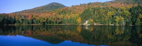 克劳福德山谷白色山的国家公园,新罕布什尔全景  免版税库存图片