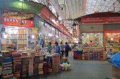克劳福德市场购物的孟买印度 免版税图库摄影