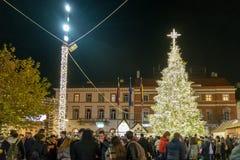 克卢日-纳波卡,罗马尼亚- 2018年11月23日:圣诞节市场在联盟广场,特兰西瓦尼亚,罗马尼亚 免版税库存图片