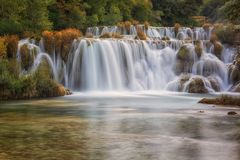 克尔卡国家公园,美好的自然风景,瀑布Skradinski buk的看法,克罗地亚 库存照片