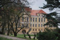 巴洛克式的宫殿正面图在Rogalin,波兰 库存照片
