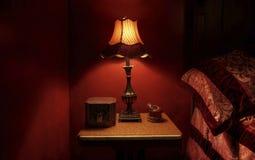 巴洛克式的红色卧室细节 免版税库存图片